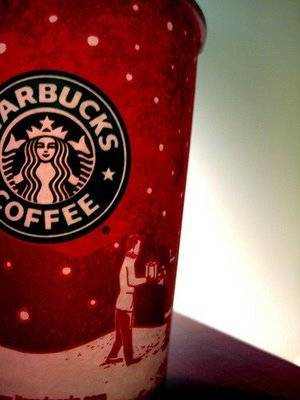 starbucks_red_holiday_cup_flickr_saarax3