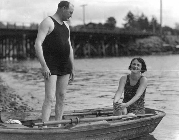 man and woman in bathing suits in a rowboat near tacoma washington e1336498430753 Traveling With Women   Why Every Man Should